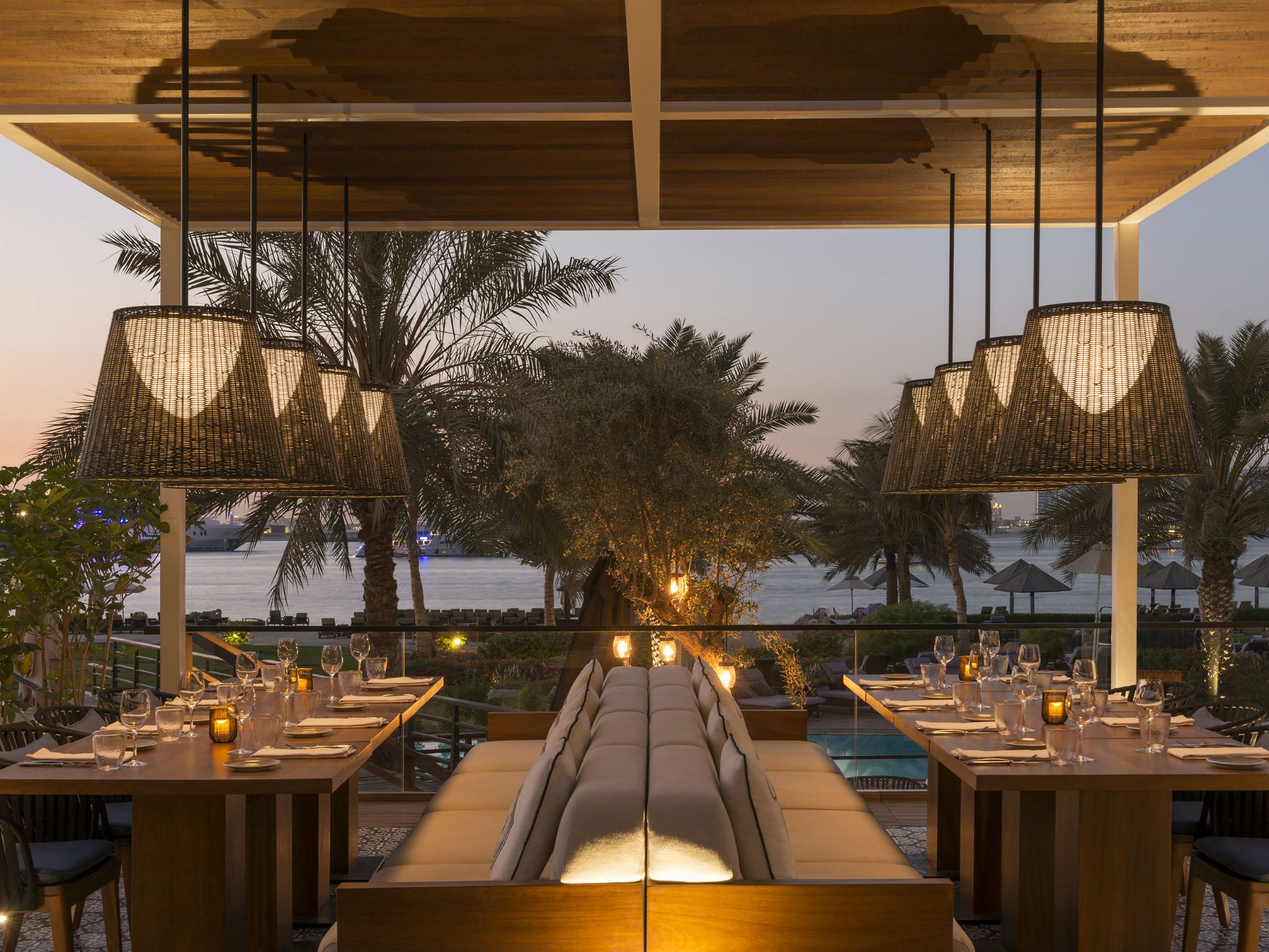 Restaurants bars the westin dubai mina seyahi mina for Terrace bar grill