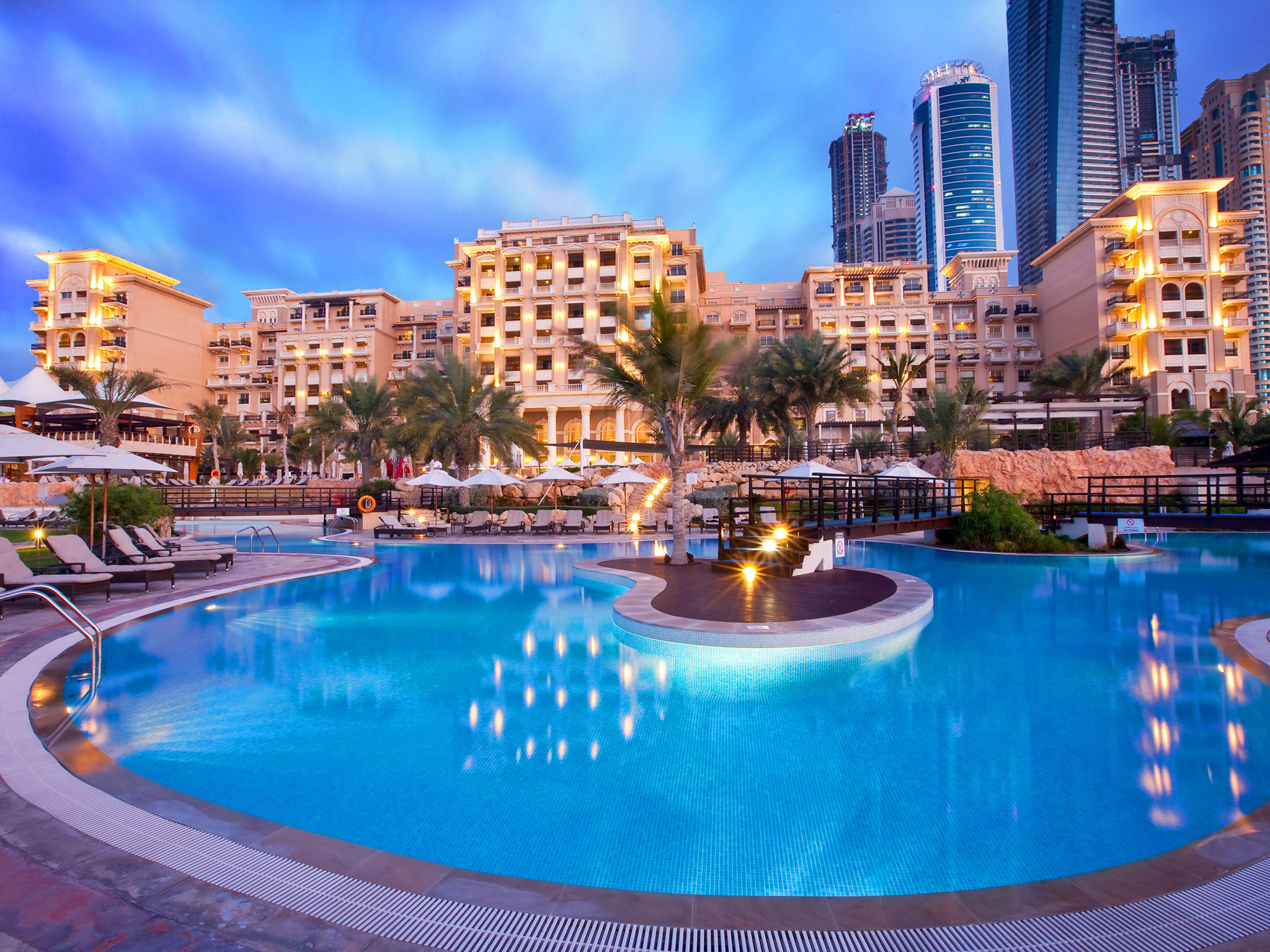 Dubai attractions dubai marina resort westin mina seyahi for Dubai beach hotels